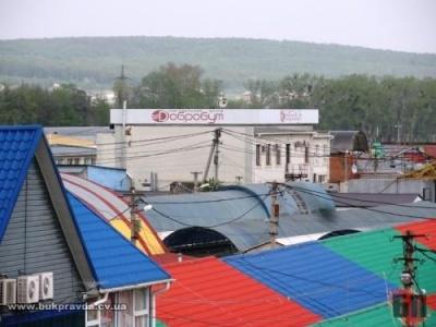 """На """"Добробуті"""" у Чернівцях ледь не билися через підвищення тарифів за заїзд на ринок"""