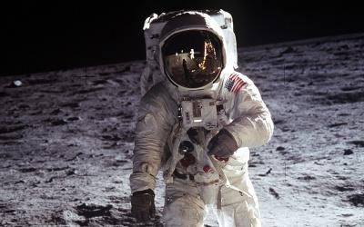 Президент США підписав наказ про відновлення польотів на Місяць
