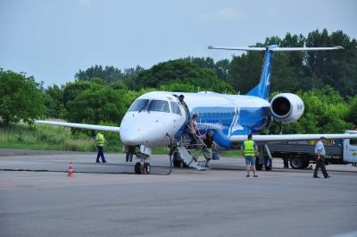 На зиму один авіарейс до Києва з Чернівців скасували