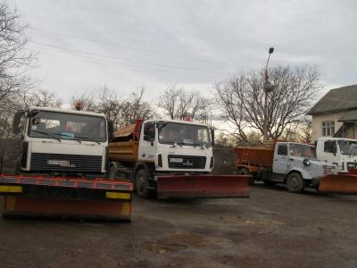 Тонни солі та піску: комунальники Чернівців показали, як готові до зими (ФОТО)