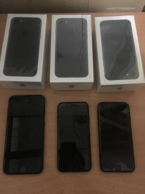 На Буковині правоохоронці вилучили 6 iPhone у чоловіка, що перевозив їх з Німеччини