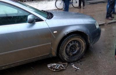 У центрі міста на Буковині п'яний на позашляховику влаштував ДТП