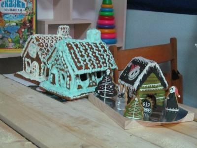 У Чернівцях для пряникового містечка спекли театр (ВІДЕО)