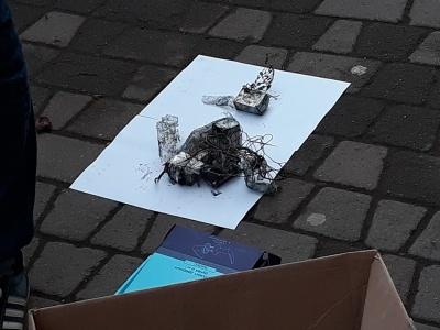 Пакунок із дротиками, схожий на вибухівку: стало відомо, що знайшли у маршрутці у Чернівцях (ФОТО)