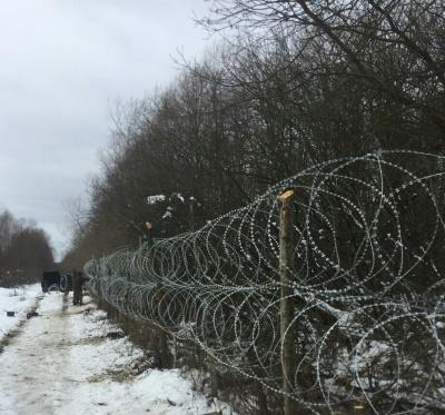 На Буковині держкордон зміцнили траншеями і колючим дротом (ФОТО)