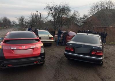 На Буковині затримали зловмисників, які намагались переправити до Румунії 8 нелегалів із В'єтнаму