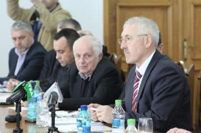 Фищук назвав «дурістю» вчинок молодиків, які зірвали прапори ЄС та Румунії у Чернівцях
