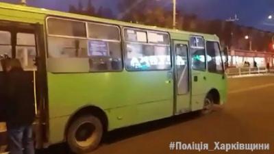 У Харкові п'яний чоловік вкрав маршрутку та потрапив в аварію
