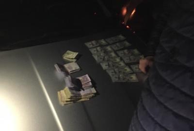 У Чернівецькій області на хабарі 3 тис доларів затримали прокурора