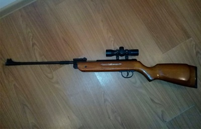У Чернівцях поліція вилучила у водія «Мерседеса» незареєстровану зброю і боєприпаси