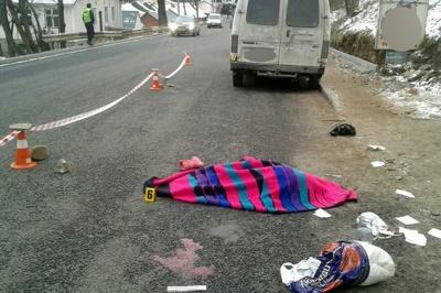 У Яремчі мікроавтобус збив насмерть 4-річну дівчинку просто на тротуарі