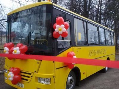 Сільська гімназія на Буковині отримала автобус