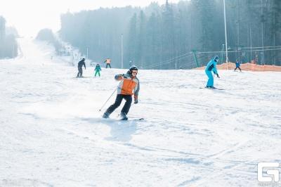 На Буковині снігові траси засипають штучним снігом