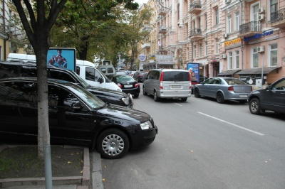 Рада дозволила поліції евакуювати авто, які заважають руху