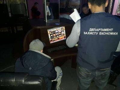 У Чернівецькій області поліція викрила ще один незаконний гральний заклад (ФОТО)