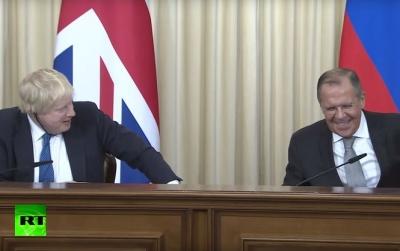 Глава МЗС Британії під час візиту в РФ затролив Лаврова - відео