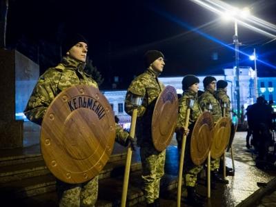 У Чернівцях загиблих воїнів вшановували смолоскипами (ФОТО)