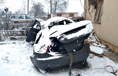 На Буковині автомобіль розтрощив шкільну їдальню (ФОТО)