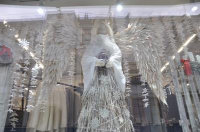 Снігові ангели та зимове місто: у  Чернівцях обрали найкращі вітрини (ФОТО)