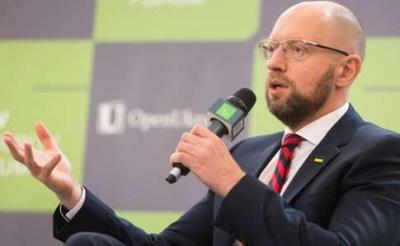 Яценюка зупинили на паспортному контролі у Швейцарії за запитом РФ