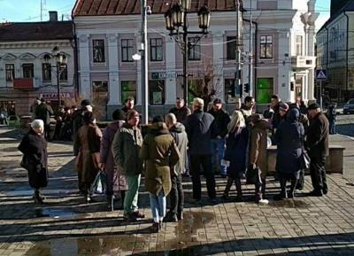 «Кава біля Шевченка»: у Чернівцях на акцію «Антиміхомайдану» зібрався понад десяток людей