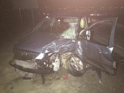 У Чернівцях «бус» і легковик сильно постраждали внаслідок зіткнення на об'їзній дорозі (ФОТО)