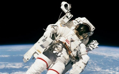 У США помер астронавт, який першим вийшов у відкритий космос без страховки