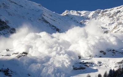 Рятувальники попереджають про небезпеку сходу лавин у Карпатах