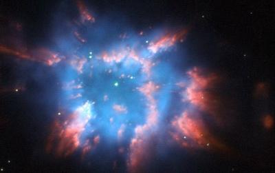 NASA показали недавно зафіксовану туманність, схожу на різдвяну зірку