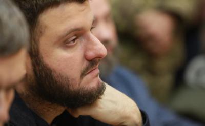 ЗМІ: З сина Авакова зняли електронний браслет та повернули закордонний паспорт