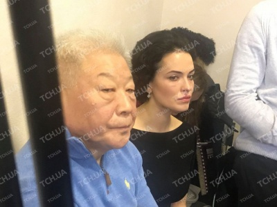 Розлючену Дашу Астаф'єву вигнали із суду у справі її нареченого (ФОТО)