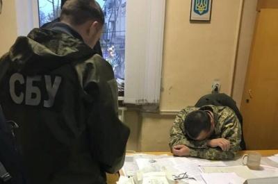 У Чернівцях заступника військового комісара, якого затримали на хабарі, виключили із лав ЗСУ