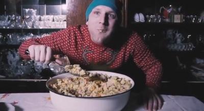 «Не трогай, це на Новий рік»: у Чернівцях гурт Halabuda Band презентував нове святкове відео