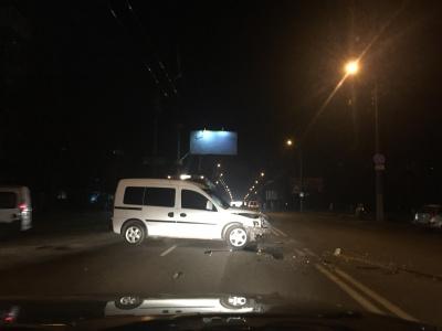 У Чернівцях два автомобілі зіткнулись на вулиці Героїв Майдану, без постраждалих
