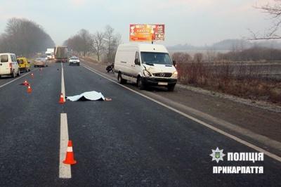 Трагедія на дорозі: чернівчанин на бусі збив на смерть мешканку Прикарпаття
