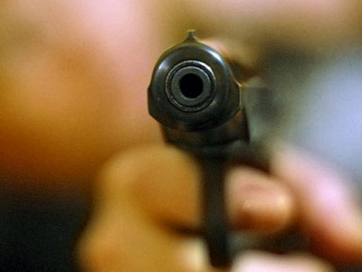 У Чернівцях на рік умовно засудили студента, який, бавлячись пістолетом, вистрілив у дівчину