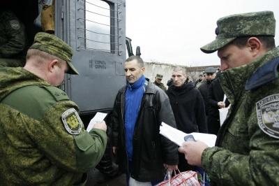 Декого зі звільнених терористами Донбасу полонених чекає суд