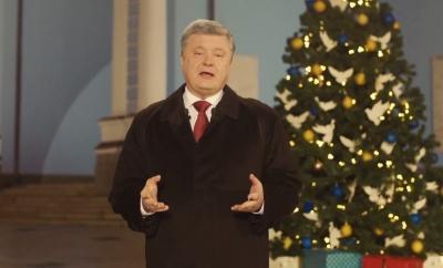 «Хай почує Крим і Донецьк, ваш дім - Україна»: Порошенко привітав українців з Новим роком