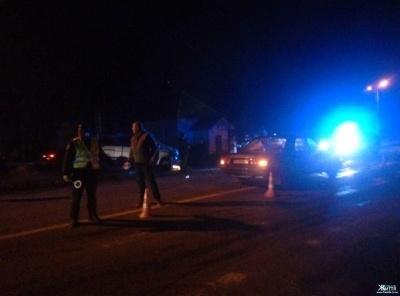 У Чернівецькій області в новорічну ніч мікроавтобус зіткнувся з «Волгою»