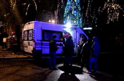 Масова бійка під ялинкою: у центрі Чернівців у новорічну ніч молодики кидалися пляшками