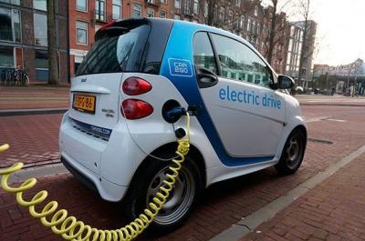 Українці на рік отримали пільги на ввезення електромобілів