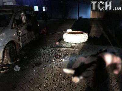 Смертельна ДТП: легковик врізався у бетонний стовп «Чернівці» при в'їзді в місто, водій загинув