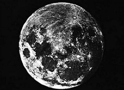 Цей день в історії: в Росії дозволили бити дворян та перша фотозйомка Місяця