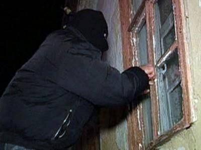Прикривала рота пенсіонерці, щоб та не кричала: на Буковині поліція затримала 63-річну грабіжницю