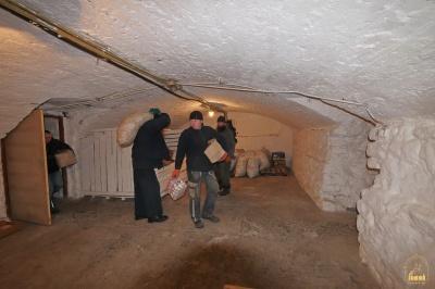 Буковинка зібрала 25 тонн гуманітарної допомоги переселенцям з Донбасу (ФОТО)