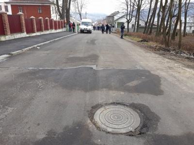 Депутат, фірма якого ремонтувала скандальну дорогу в Садгорі, заявив, що її здадуть у травні