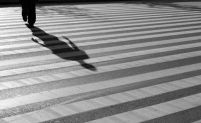 У Чернівцях суд оштрафував і відібрав права у водія, який напідпитку збив жінку на «зебрі»