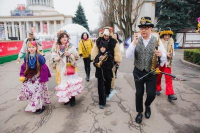 Музиканти з Чернівців виступили в «Караоке на Майдані» та запросили передачу на фестиваль Маланок