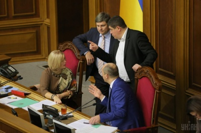Війна, посадки та нові шоу-політики: експерти спрогнозували, яким для України буде політичний 2018 рік