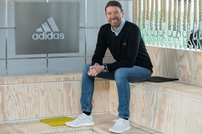 Головний директор Adidas не помічає війни з Україною і вимагає поліпшити відносини з Кремлем